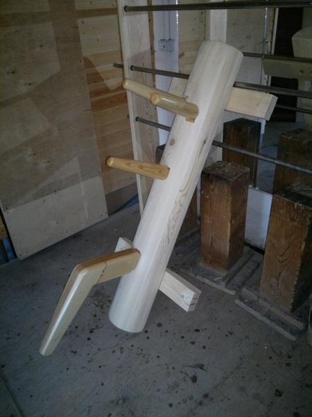 компактный деревянный манекен